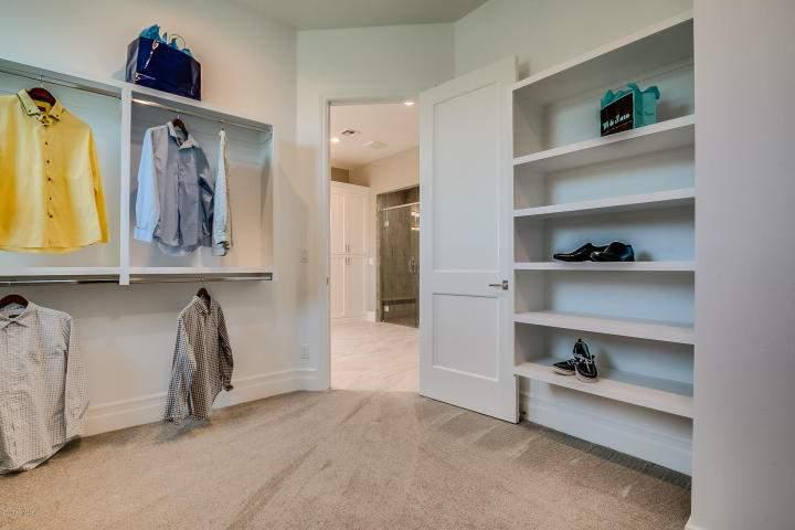 Master closet2